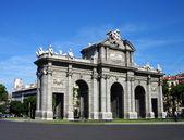 Puerta de alcala bramy w madrid, hiszpania — Zdjęcie stockowe