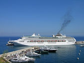 Cruise liner in Monte-Carlo — Stock Photo