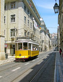 Old yellow tram in Lisbon — Stockfoto