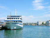 Cruise liner in Sevastopol harbor — Stock Photo