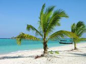 Tropical beach with palm trees, Thailand — Stock Photo