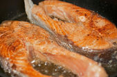 Zharennaja humpback salmon in a frying p — Stock Photo