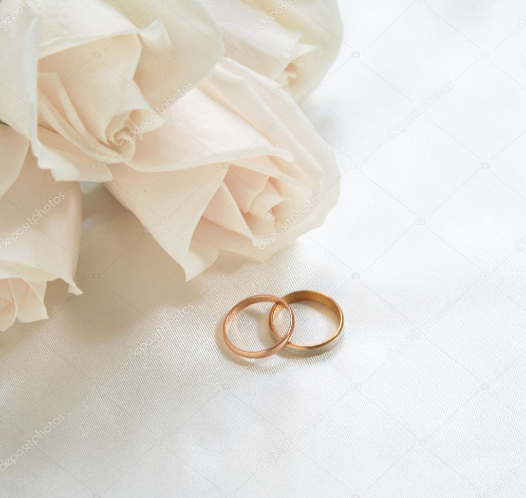 Wedding rings and roses can use as background  — Foto de Stock   #1150494