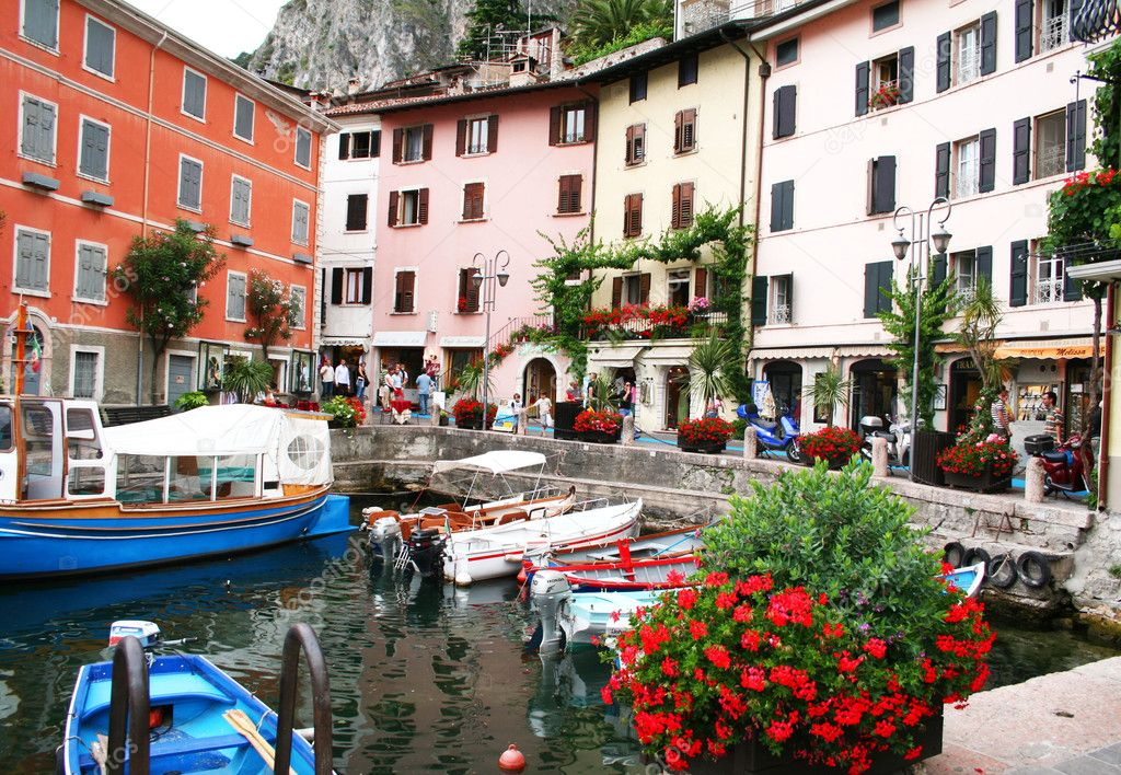 Italy. Lake Garda. Gargnano town. Boats — Stock Photo #1165103