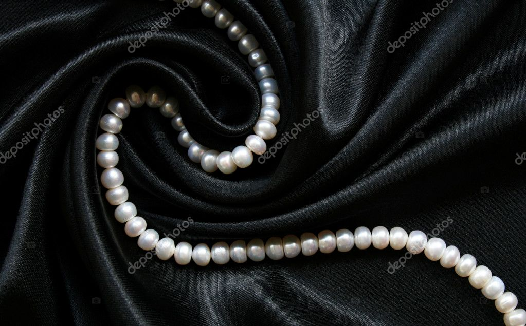 White pearls on the black silk can use as background — Stock fotografie #1275185