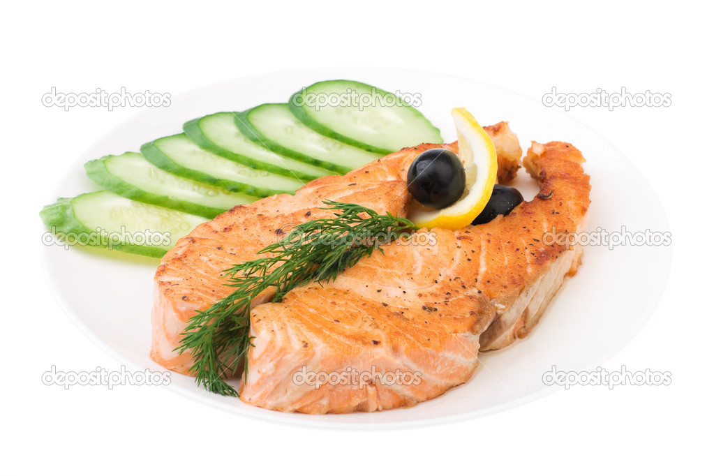 Appetizing Grilled Salmon with sliced cucumber, lemon and black olives isolated over white — Stock Photo #1407199