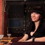 chica cariñosa en restaurante de lujo — Foto de Stock