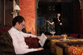 Young couple in luxury interior — 图库照片