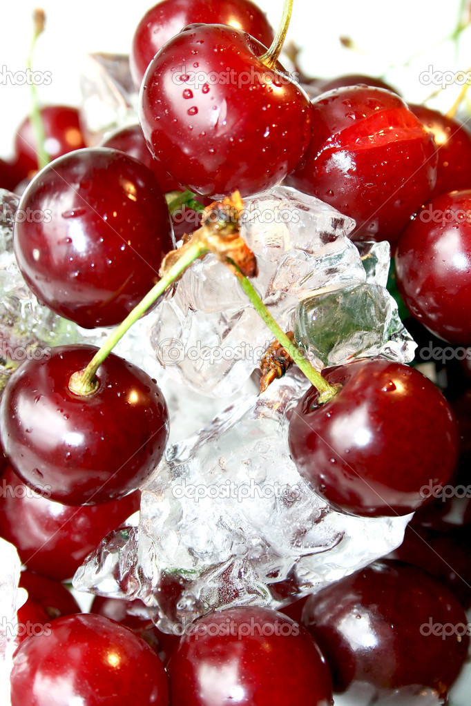 Fresh juicy cherry in ice  — Stock Photo #1170347