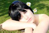 Beautiful young brunette relaxing — Stock Photo