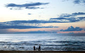Two silhouettes ashore the Baltic sea — Stock Photo