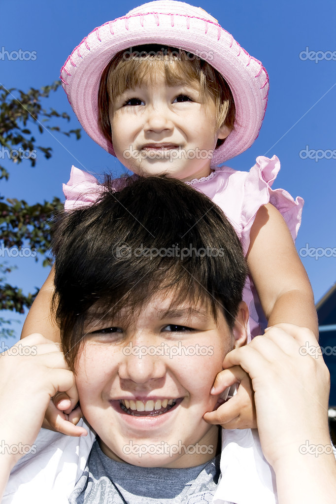 A elder brother holds a little sister on his shoulders — Stock Photo #2050261