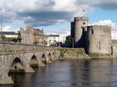 Old bridge and castle,Ireland,Limerick — Stock Photo