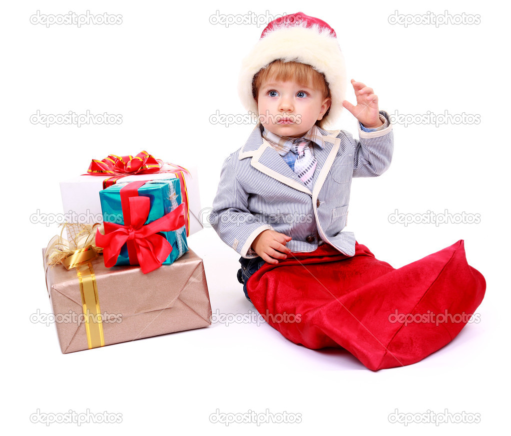 Baby boy sitting with Christmas present — Stock Photo #1138008