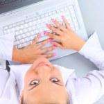 młoda kobieta siedząca — Zdjęcie stockowe #1146994