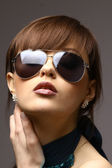 Beautiful woman in the black fashion sunglasses — Стоковое фото