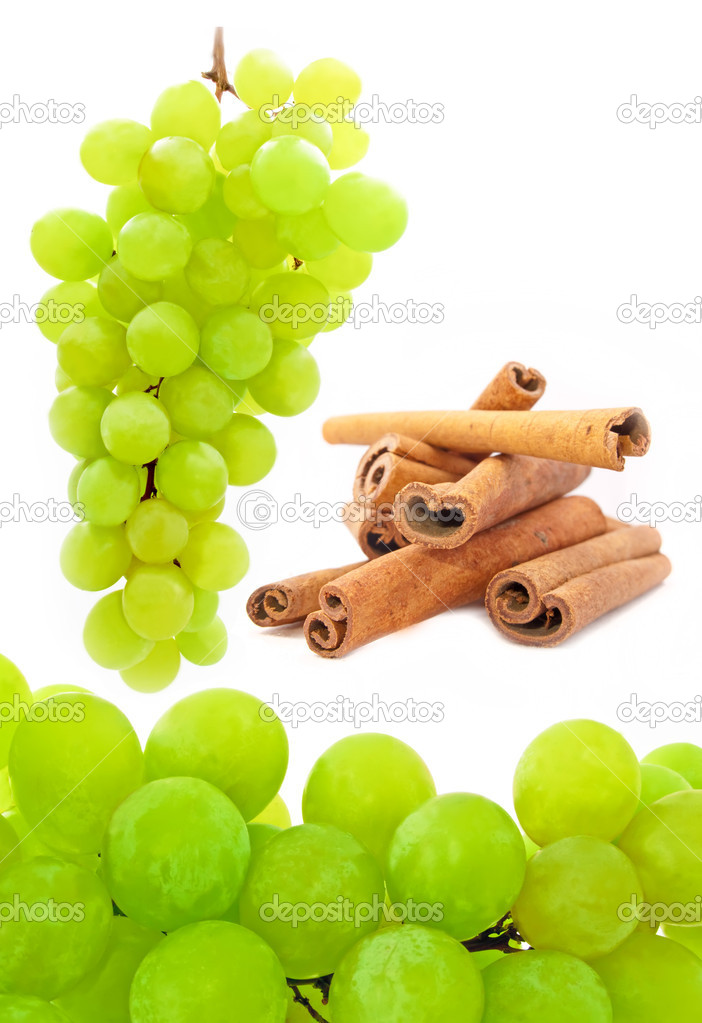 A set of white grapes and cinnamon sticks on white — Stock Photo #1148917
