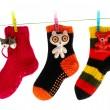 słodkie skarpetki wiszące na linii ubrań — Zdjęcie stockowe