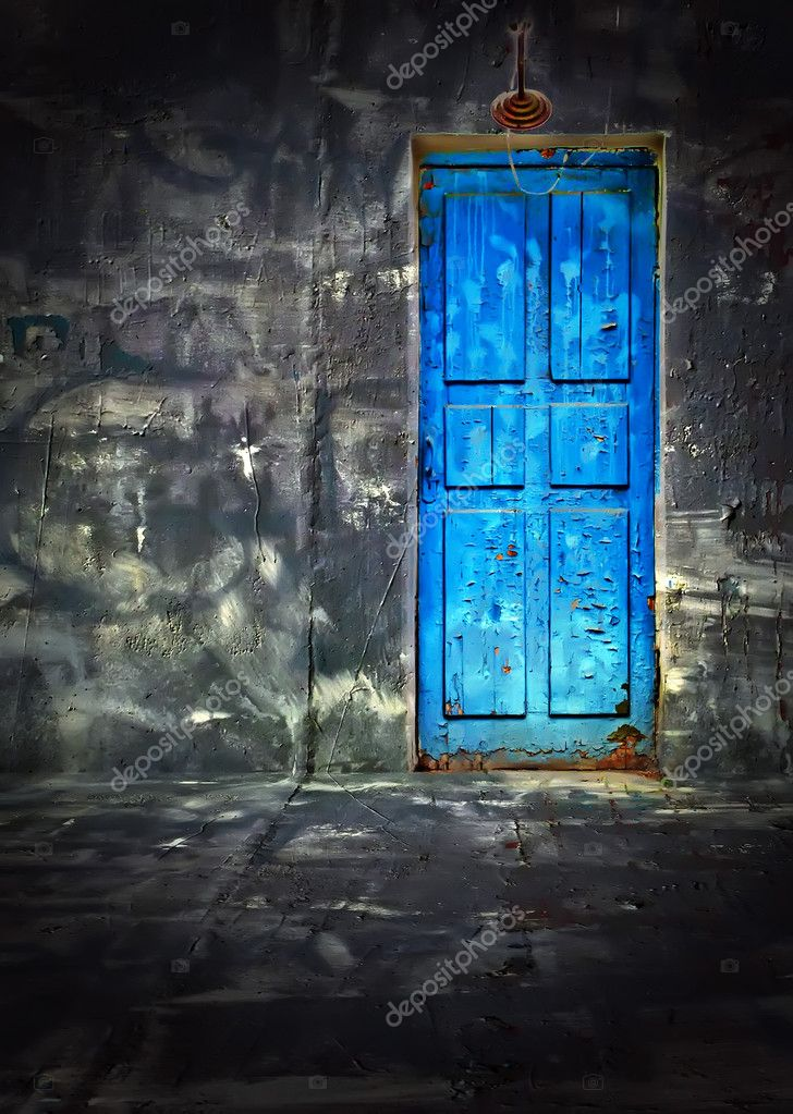 An old dark vintage room with a blue wooden door — Stock Photo #1164284