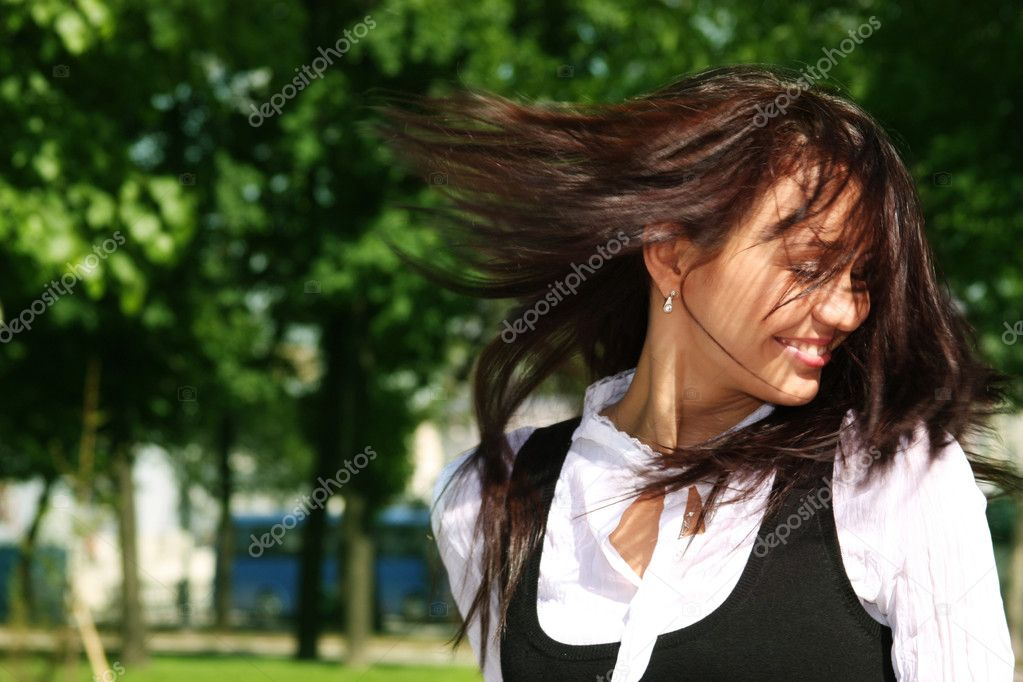 young woman on outdoor background — Stock Photo #1175006