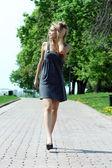 Young beautiful girl walks in outdoor — Stock Photo