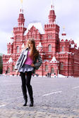 Beautiful young woman next in Red Square, Moscow — Zdjęcie stockowe