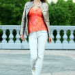Walking woman in  jeans — Stock Photo #2498557