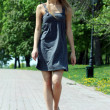 Walking girl — Stockfoto