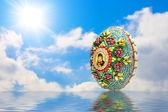 Easter egg and sun sky — Stock Photo