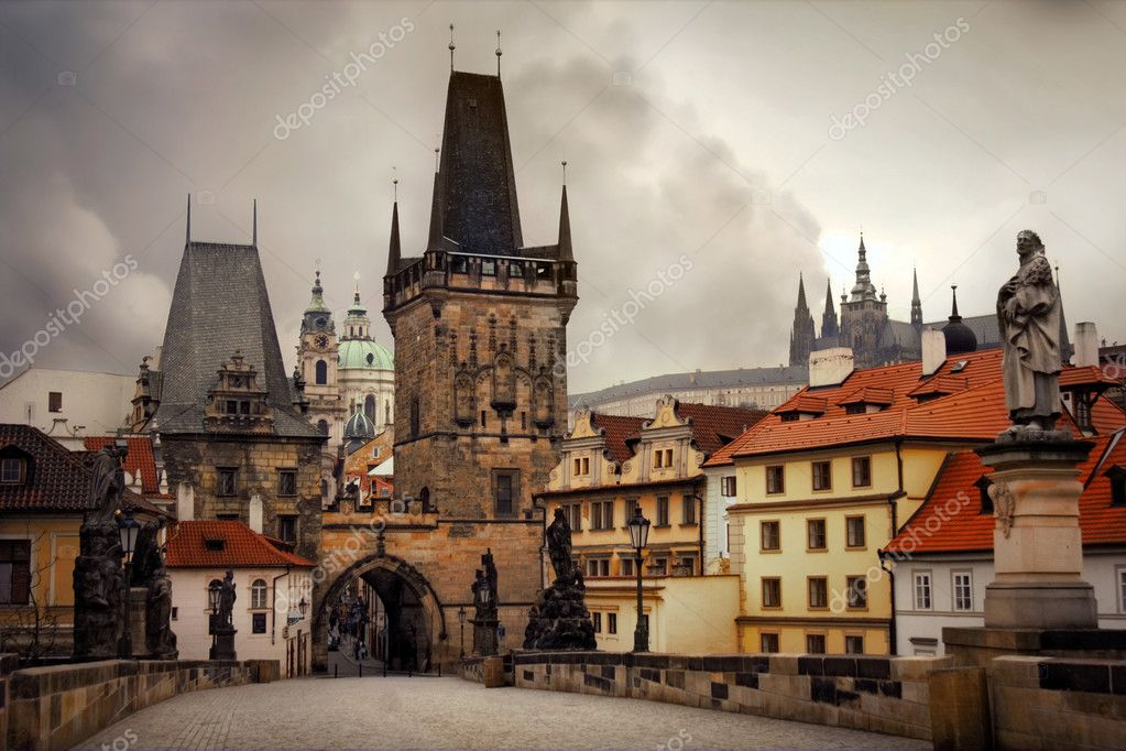Charles Bridge is a famous historical bridge that crosses the Vltava river in Prague, Czech Republic — Stock Photo #1134509