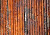 Recinzione ondulato vecchio arrugginito. — Foto Stock