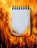 Notebook im Feuer — Stockfoto