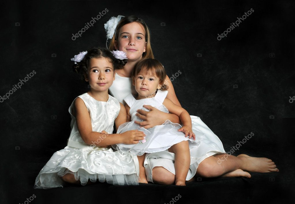 Trhee sisters with dress white — Stock Photo #1168212