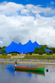 Circus on the bank of the river — Stockfoto