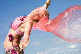 亚洲穿裙子跳舞的女人 — 图库照片