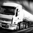 vrachtwagen met brandstoftank black and white — Stockfoto