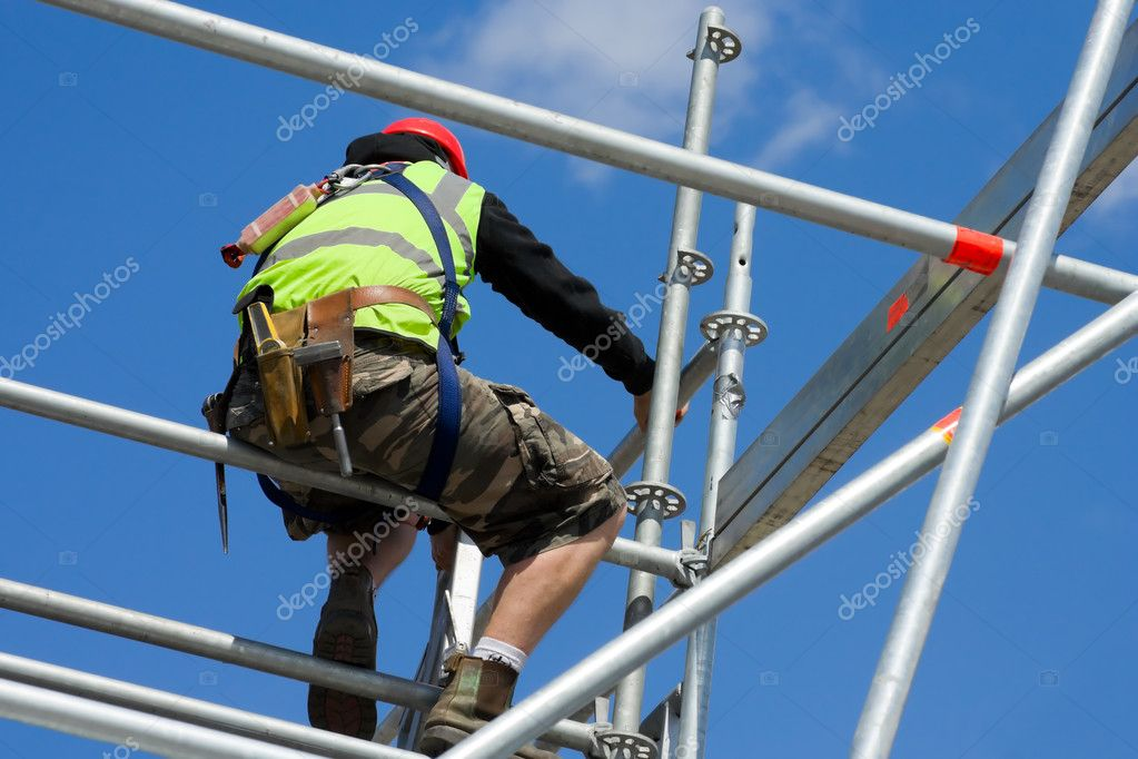 Constraction worker montain scaffolding moduls — Stock Photo #1290492