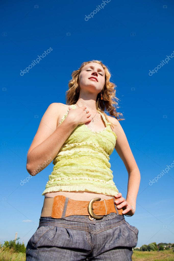 Girl joy in blue sky — Stock Photo #1219644