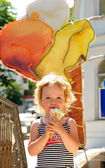 Girl enjoys an ice-cream — Stock Photo