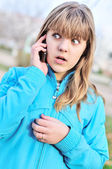 Teenager girl talking by cellular phon — Stock Photo