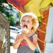 Girl love ice cream — Stock Photo