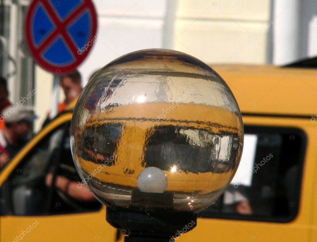 Streetlamp and yellow taxi car on street of the city — Stock Photo #1232791