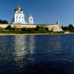 Kremlin of Pskov on river — Stock Photo #1255016