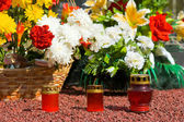 Candles and flowers at cemetery — Stock Photo