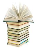 Ouvert le livre sur la pile — Photo