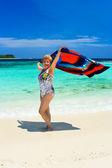 Gelukkige vrouw op strand — Stockfoto