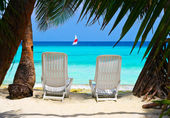 Chairs on tropical beach — Foto Stock