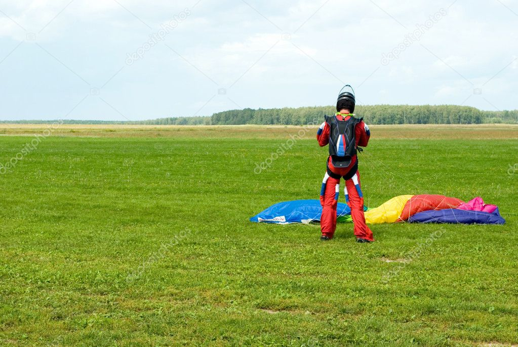 Landing of the sportsman after parachute jump — Stock Photo #1497556