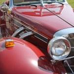 Retro kırmızı araba — Stok fotoğraf