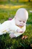 Pretty baby girl and leaf — Stock Photo